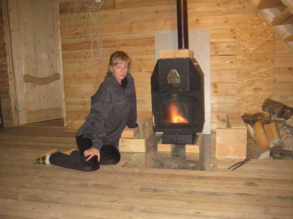 Установка печи в деревянном доме своими руками