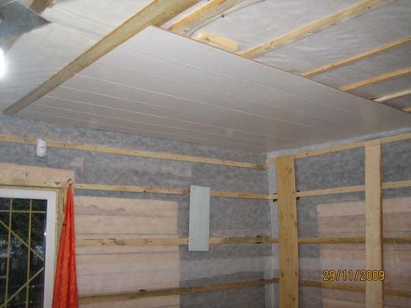 Так монтируются панели пвх на потолок
