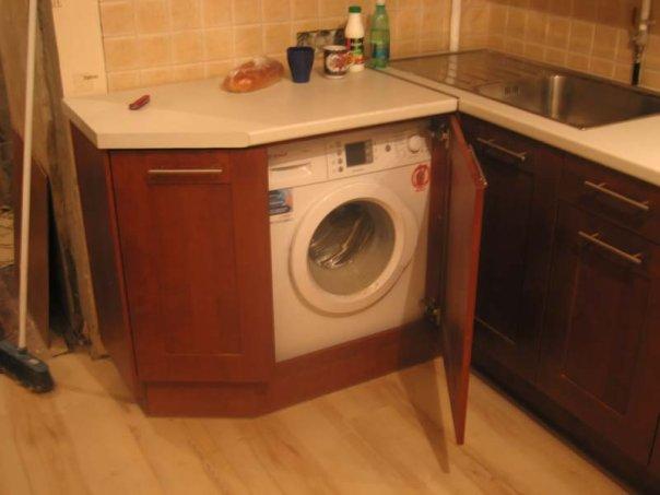 Стиральная машина на кухне фото